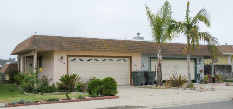 Vista Pacifica Pismo Beach Homes on Street with Manstard roof
